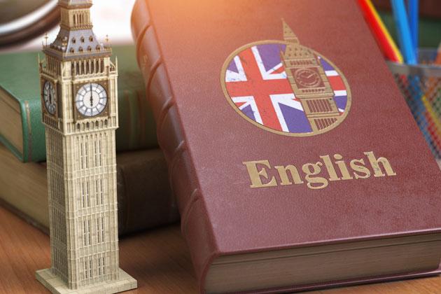 livro escrito English na capa com a imagem da bandeira da inglaterra